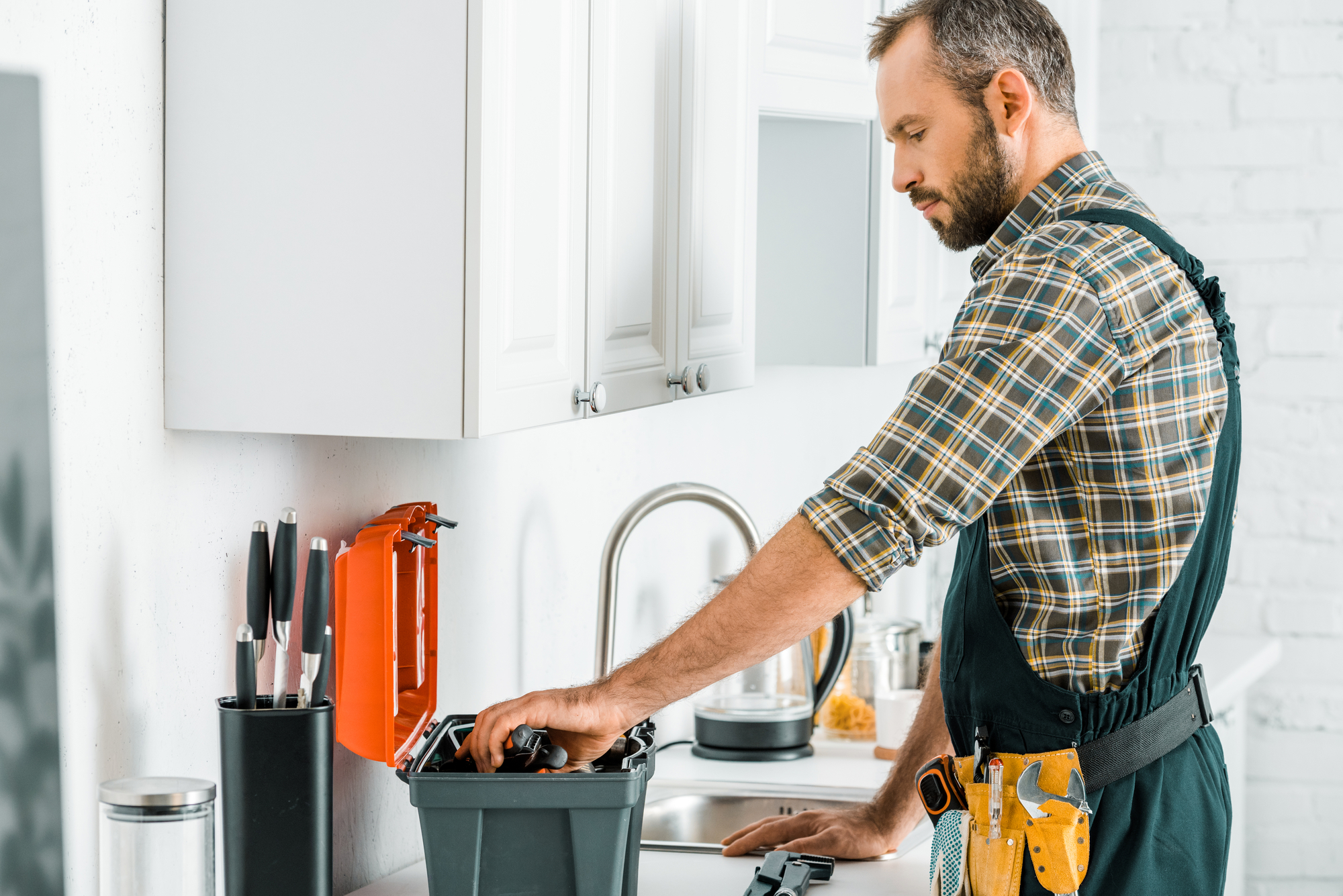 Handling Make-Readies on Your Own? 4 Reasons Not to DIY as a Jacksonville Landlord